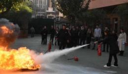 Okulumuzun tüm çalışanları yangın eğitimine katıldılar.